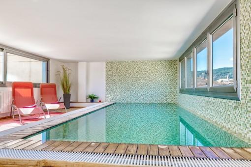 Einladender Indoor-Pool