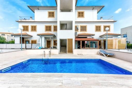 Duplexapartment mit Hauscharakter in Meeresnähe mit Gemeinschaftspool in Puerto de Alcudia