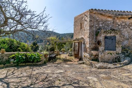 Mallorquinisches Haus mit viel Geschichte, großer Ausbaumöglichkeit und schönem Platz für Pool in Santa Eugenia