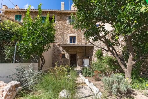 Traditionelles Haus mit Garten und toller Aussicht