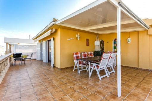 Penthousewohnung im Topzustand nur wenige Meter zum Strand mit großartiger, privater Dachterrasse