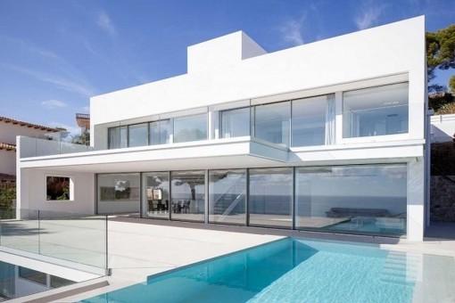 Luxuriöse Designer-Villa mit atemberaubendem Meerblick in Font de sa Cala
