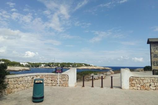Wunderschönes Grundstück in zweiter Meereslinie am Es Forti