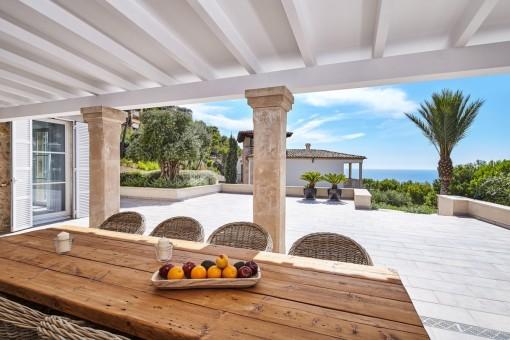 Luxuriöse Natursteinvilla mit modernem Interieur in Puerto Andratx
