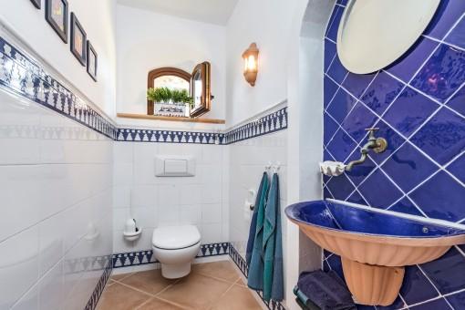 Gästetoilette im mallorquinischen Stil