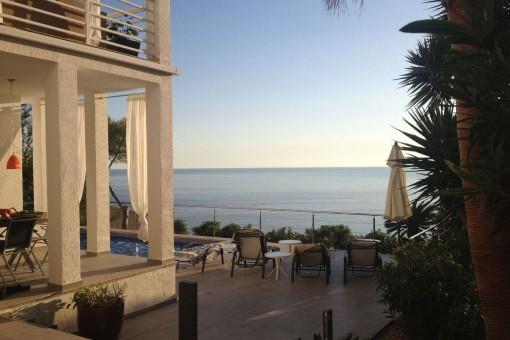 Villa im Bauhausstil mit viel Potenzial und schönem Meerblick in der Cala Llamp