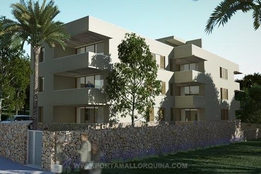 Großräumige Erdgeschosswohnung mit kleinem Garten in ruhiger Lage nahe dem Strand  Cala Agulla