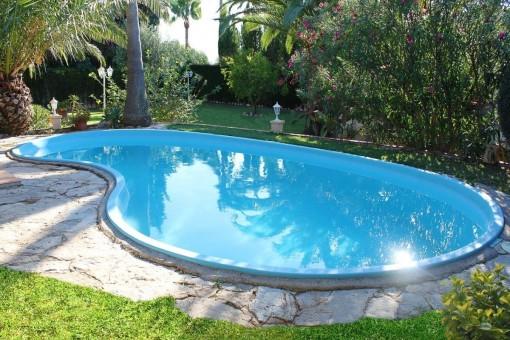 Idyllischer Poolbereich