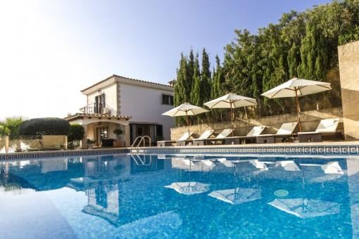 Traumhafte Luxusvilla in Bendinat mit Blick über die Bucht von Palma