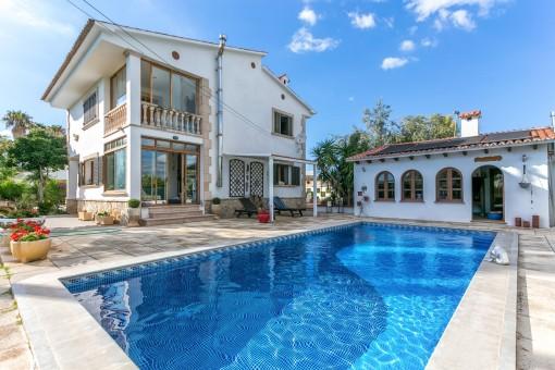 Großes Einfamilienhaus mit Gästehaus, Pool und Sauna zwischen Palma und Son Sardina