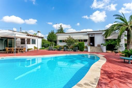 Vintage Villa mit Pool und Sportplatz in Es Garrovers