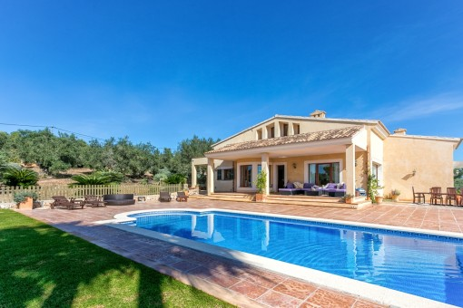 Luxuriöse Villa mit Ferienvermietungslizenz in Puntiro mit spektakulärem Blick