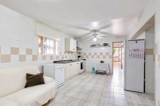 Zweite, voll ausgestattete Küche