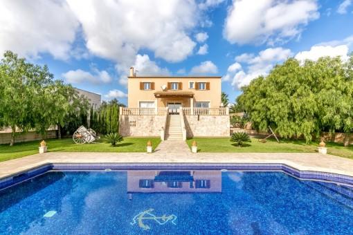 Top gepflegte Villa mit Garten, Pool und Ferienvermietungslizenz in Porto Colom