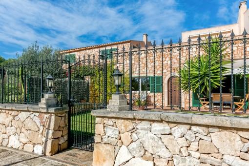 Außenansicht des charmanten Apartments mit Steinfassade