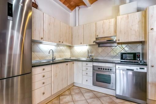 Schöne, voll ausgestattete Küche