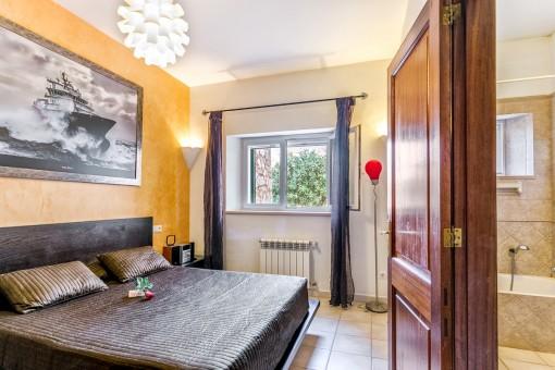 Gemütliches Doppelschlafzimmer mit Heizung für kältere Tage