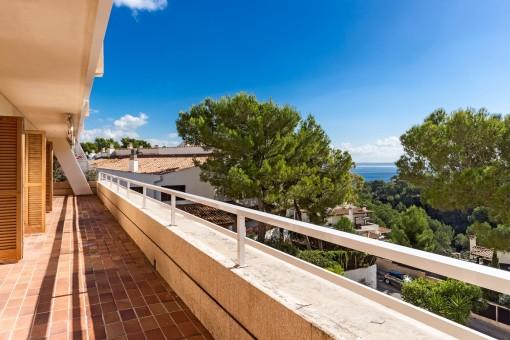 Helle, große Wohnung mit beeindruckender Terrasse in Strandnähe in Ca's Catalá
