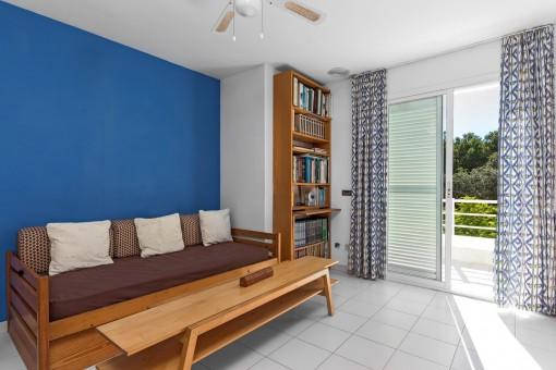 Gästeschlafzimmer mit Balkonzugang