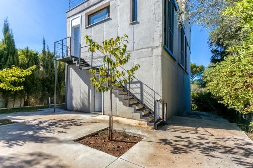 Spektakuläre Sommerhaus mit moderner Architektur in ruhiger Wohngegend von Son Serra de Marina
