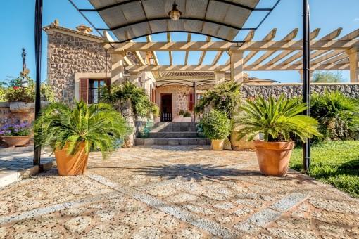 Schöne Naturstein-Finca mit Garten und Pool in Algaida
