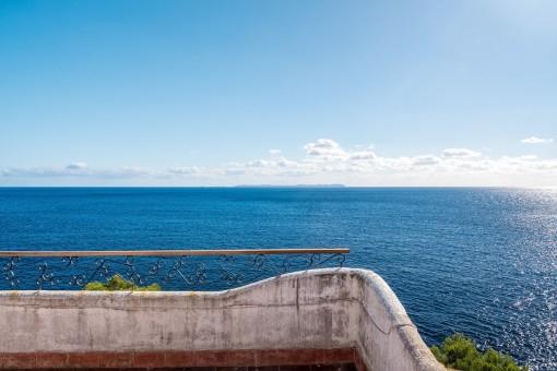 Villa in allererster Meereslinie mit herrlichem Ausblick