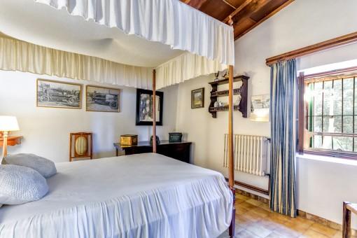 Schlafzimmer mit sensationellen Himmelbett