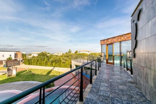 Die Villa hat ein separates Gästehaus