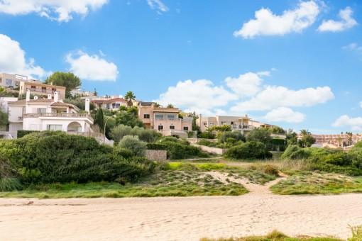 Die Villa befindet sich in direkter Nähe zum Strand