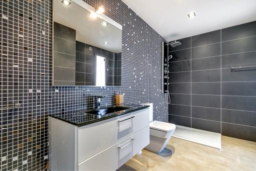 Eines von 3 exklusiven Badezimmern