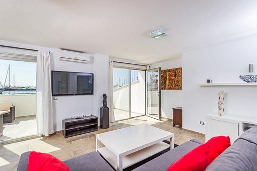 Charmanter Wohnbereich mit Balkonzugang