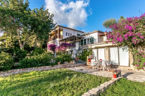 Charaktervolles Haus mit Gästeapartment und großem Grundstück in Bonanova