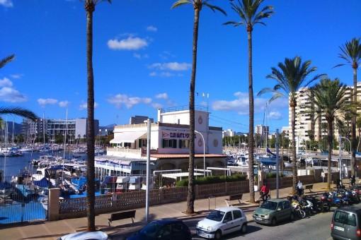 Gemütliche 3-Zimmer Wohnung in erster Meereslinie am Club Nautic in Portixol mit 2 Terassen und einem Balkon