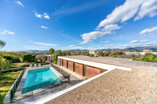 Villa mit Gästeapartment im minimalistischen Stil in Sa Planera