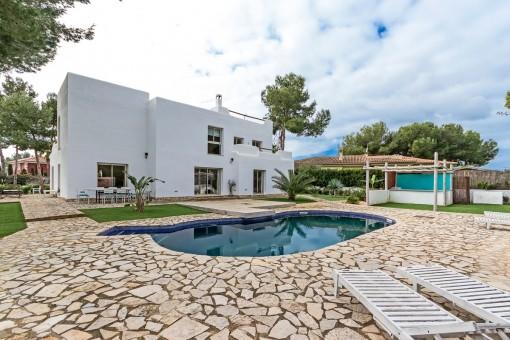 Schöne Villa mit großem Garten in Sol de Mallorca