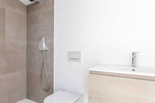 Die Villa bietet 3 Badezimmer