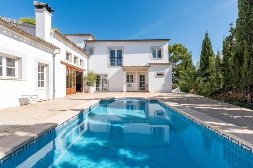 Modernisierte Villa mit Pool in ruhiger Lage in...