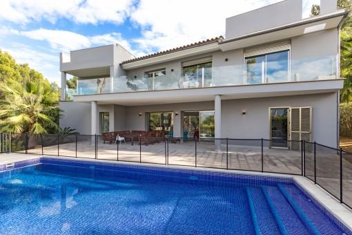 Spektakuläres und modernes saniertes Haus mit viel Komfort in Nova Santa Ponsa