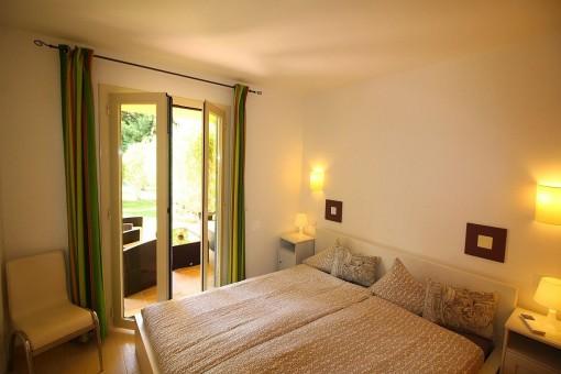 Charmantes Doppelschlafzimmer mit Terrassenzugang