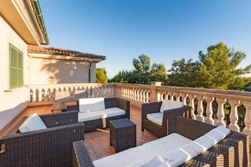 Loungebereich auf der Terrasse des Hauptschlafzimmers