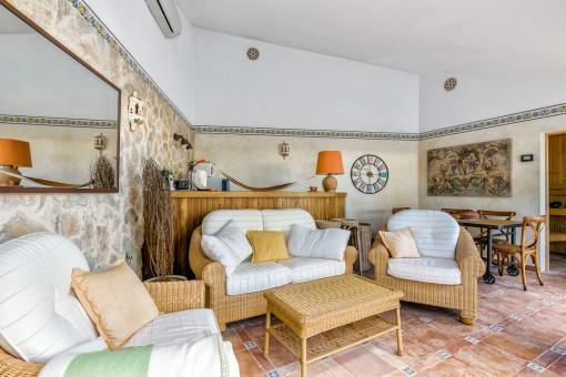 Poolhaus im mallorquinischen Stil mit Sauna