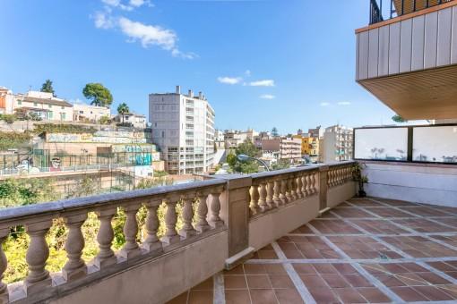 Moderne 4-Schlafzimmer Wohnung mit großer Terrasse und Gemeinschaftspool in Bonanova, Palma