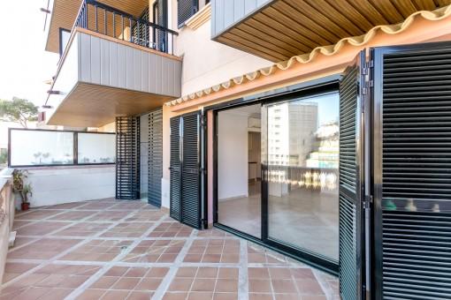 moderne 4 schlafzimmer wohnung mit gro er terrasse und gemeinschaftspool in bonanova palma kaufen. Black Bedroom Furniture Sets. Home Design Ideas