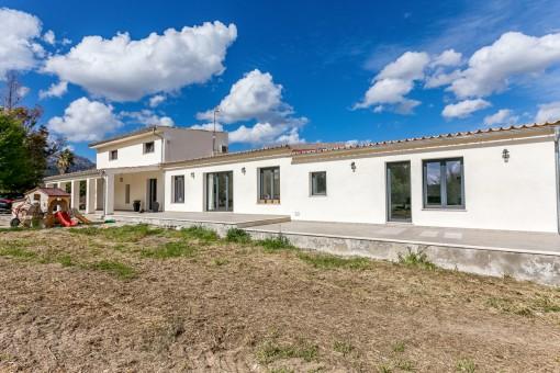 Schöne und familienfreundliche Neubau - Finca nahe Selva