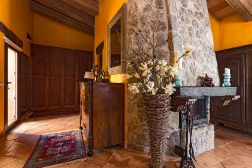 Fantastischer Kamin und Ankleidezimmer im Hauptschlafzimmer