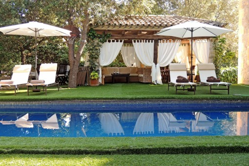 Toller Pool- und Loungebereich