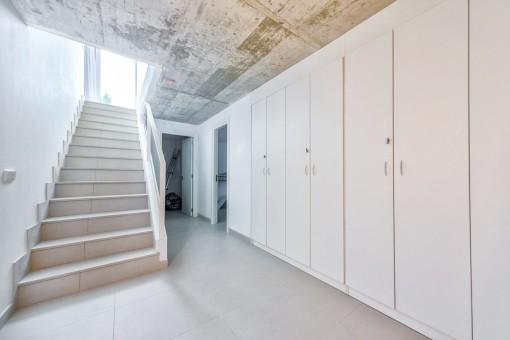 Kellergeschoss mit großen Einbauschränken