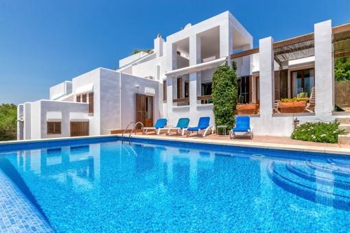Traumhafte Villa in erster Meereslinie und Strandzugang an der Cala Mandia