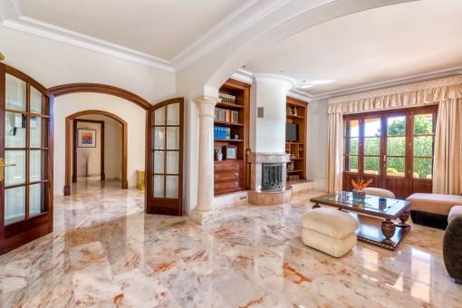 Das Haus bietet eine 335 qm große Wohnfläche