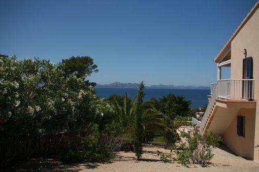 Blick auf das Mittelmeer vom Garten aus